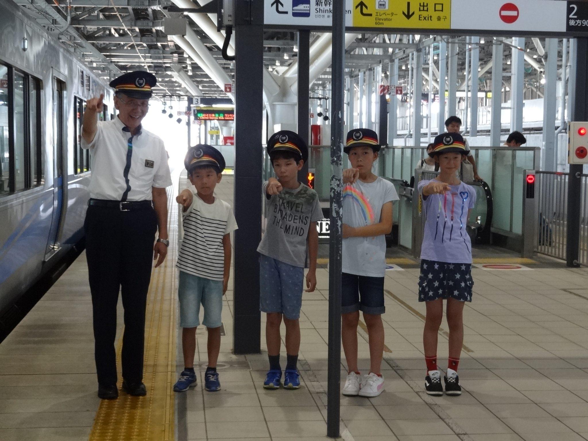出発合図の写真 (富山駅)
